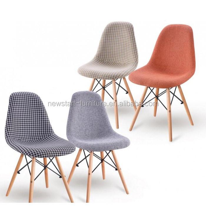#474474 Cadeira Moderna Para Sala. A Mesa Com Linhas Modernas Cria  700x700 píxeis em Cadeira Moderna Madeira Para Sala Estar