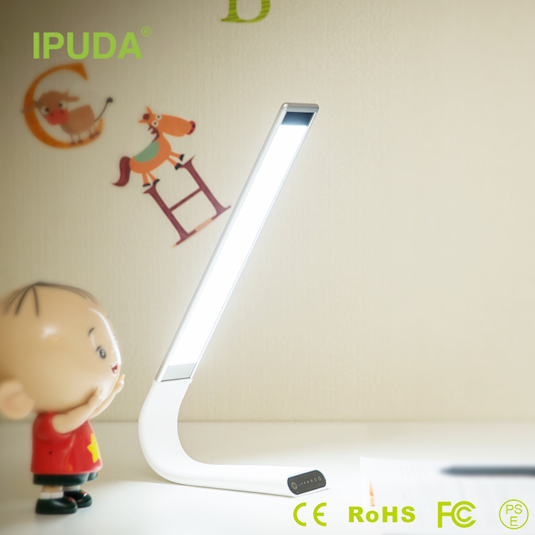 2017 new premium dimmable led desk lamps with long working hours rechargeable battery