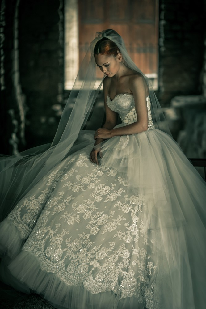 Akwd-02 2015 New Fashion Design Bridal Gowns With Detachable Train ...