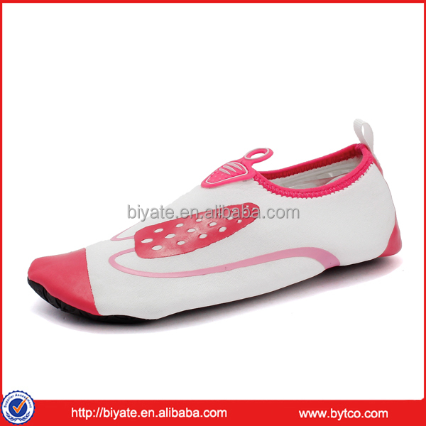 Rubber children swim water shoes beach surfing shoes for kids girls