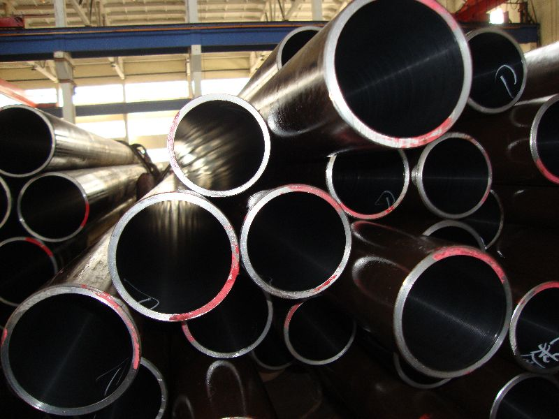 Carbon seamless tube for conveyance of petroleum or gas