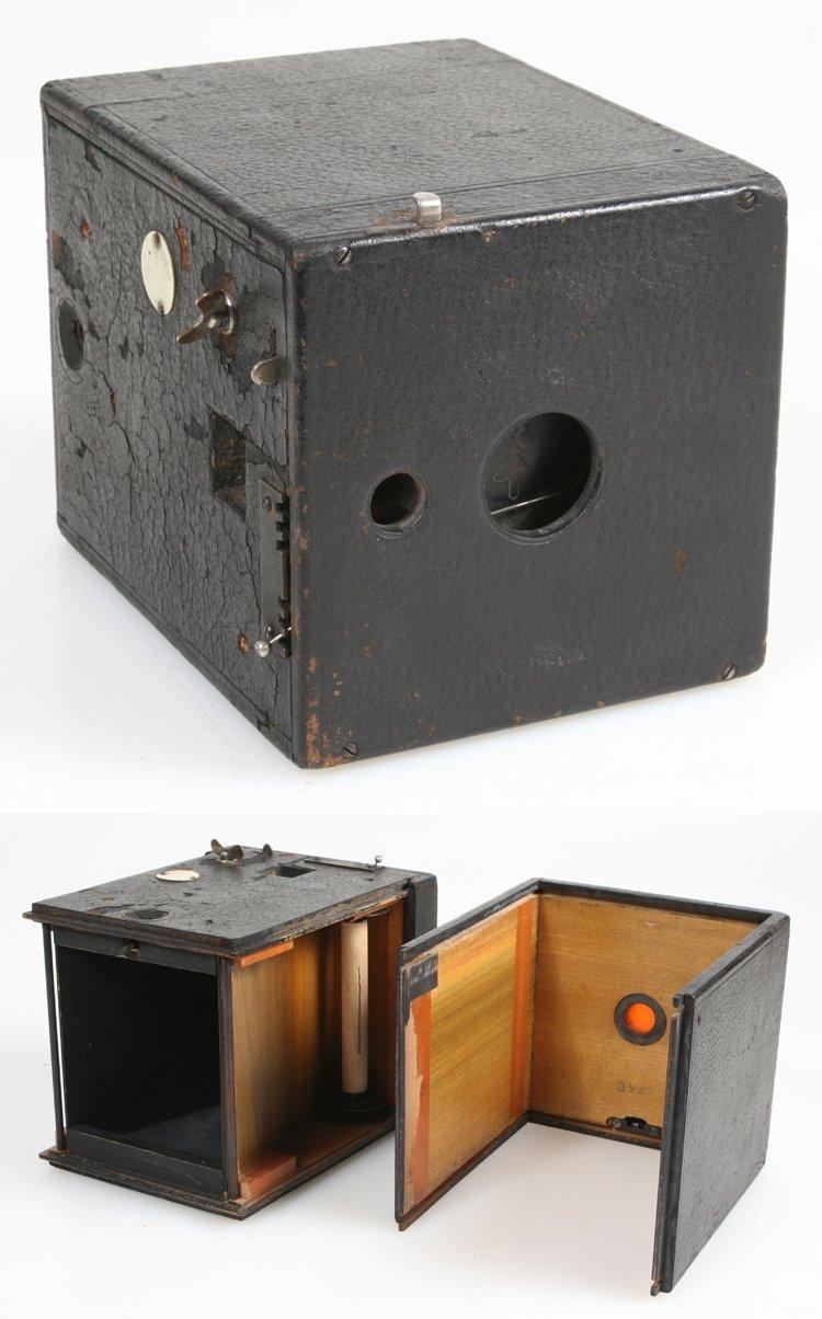 EARLY 1897 BOX CAMERA BY THOMAS BLAIR AMERICAN CAMERA MFG ROCHESTER NY
