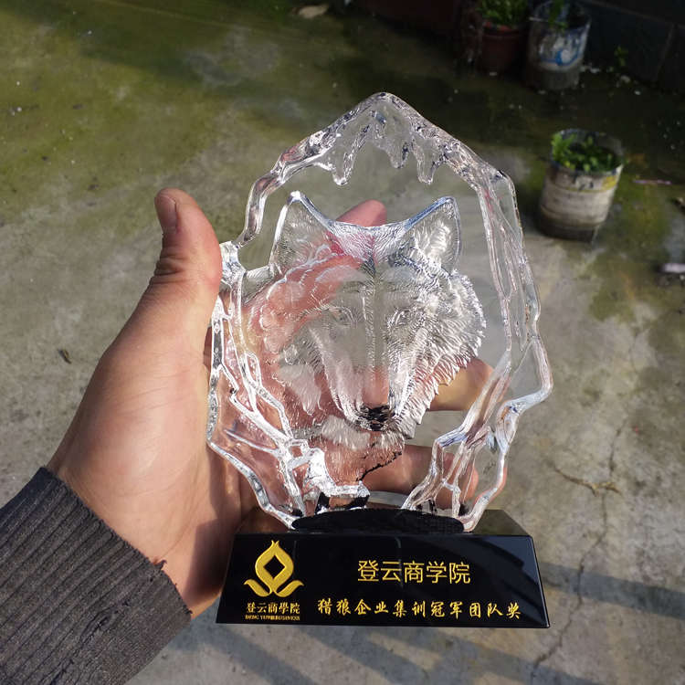Cheap Animal shape wolf wolf lion horse tiger head iceberg award Crystal trophy