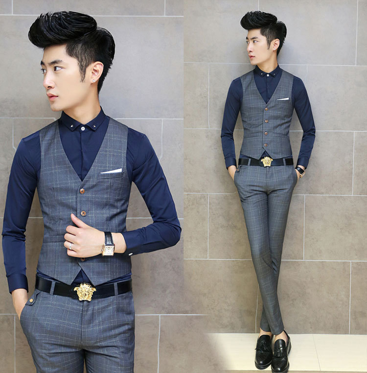 For a less formal party, like a garden gathering or birthdays, you can wear a suit in a different color. Black is just too formal. Black is just too formal. You can team it up with a basic party wear shirt for men and classy leather or suede shoes.