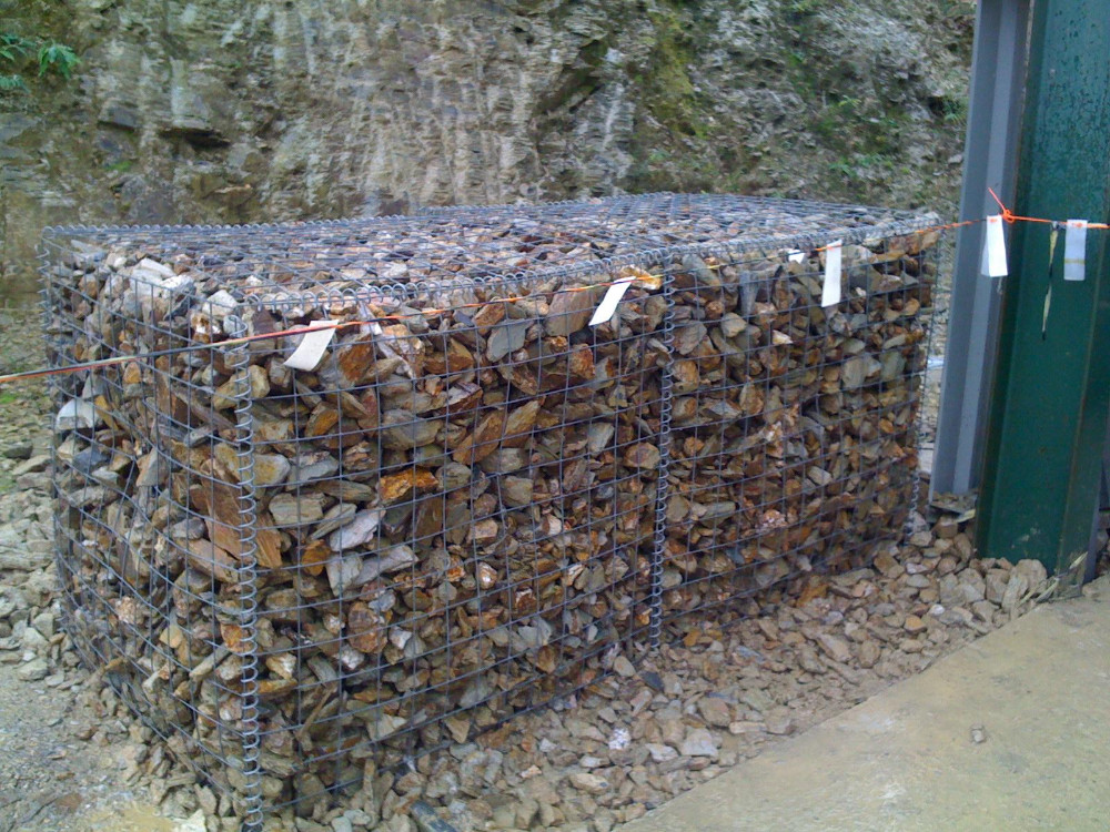 Gabion baskets stone cages rock walls pvc coated
