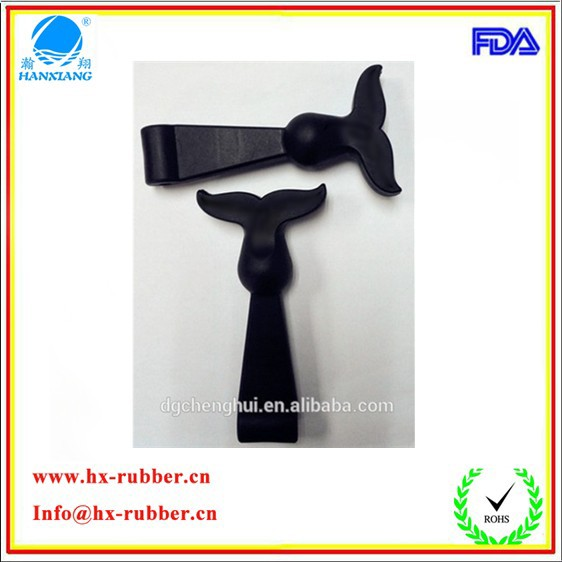First-class, flexible T shaped rubber handle latch