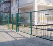 Galvanized & epoxy coated welded curved cheap price top quality fence netting European Post garden fencing wire mesh