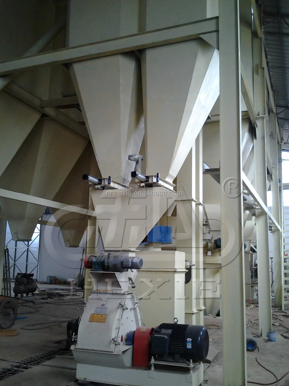 feed manufacturing This committee addresses operations issues and technological developments important to the manufacturing operations of commercial feed mills, feed ingredient firms.