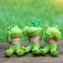 ROOGO 2017 fancy bulk items Mini resin looking at the sky animal figurine toy