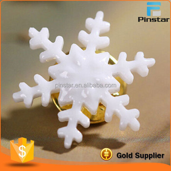 Factory Wholesale High Quality Custom Shape Metal Badge Snowflake Lapel Pin Painted