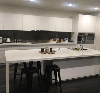 Modern Style High Gloss White Lacquer Kitchen Cabinets With Free Handles -  Buy Kitchen Cabinets With Free Handles,Modern Style High Gloss White ...