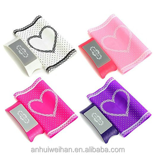 Alibaba hot selling high quality waterproof portable silicone nail art mat