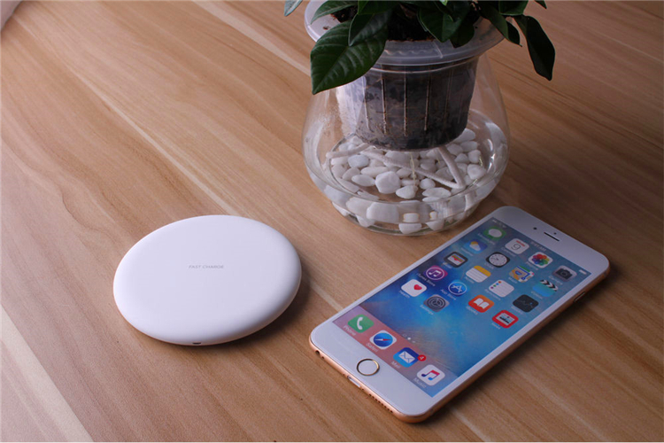 Wholesale Qi Standard Wireless Charger 10W Output Fast Charging Wireless Charging Pad