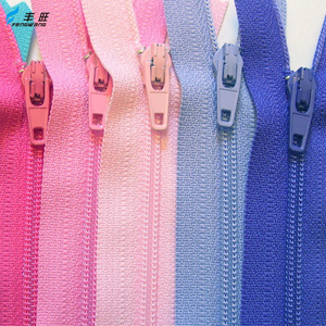 Factory wholesale tip 3 5 long chain nylon colored teeth zipper