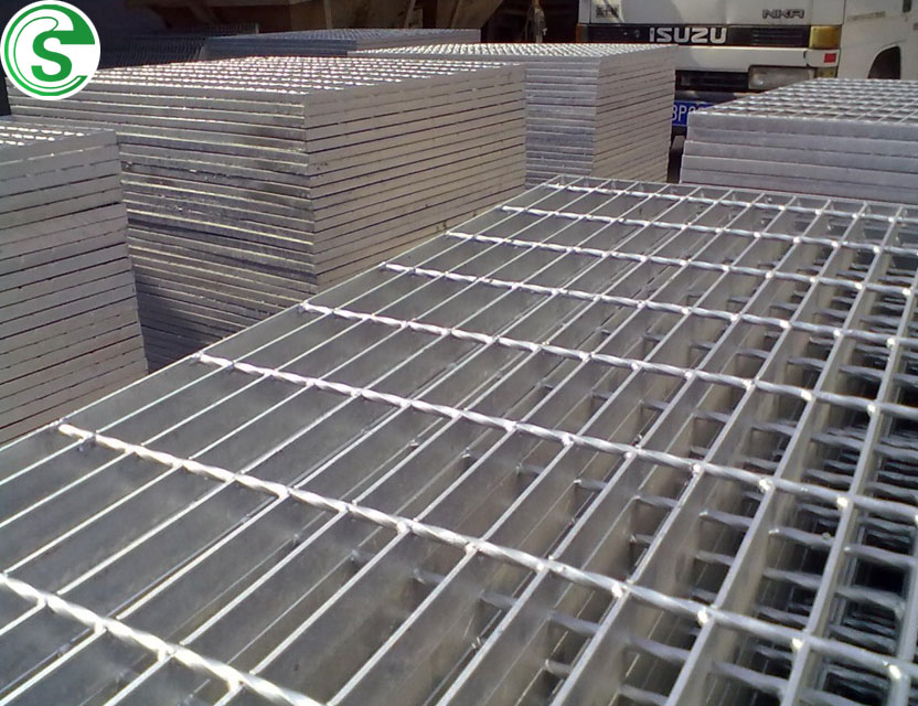 Low Price aluminum grating price /steel bridge decking make in china