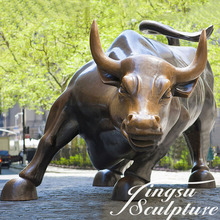 Professional charging bull statue replica for garden decoration