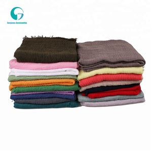 Good quality factory directly selling plain color crinkle 30% Viscose 70% Polyester Women hijab prayer shawl scarf