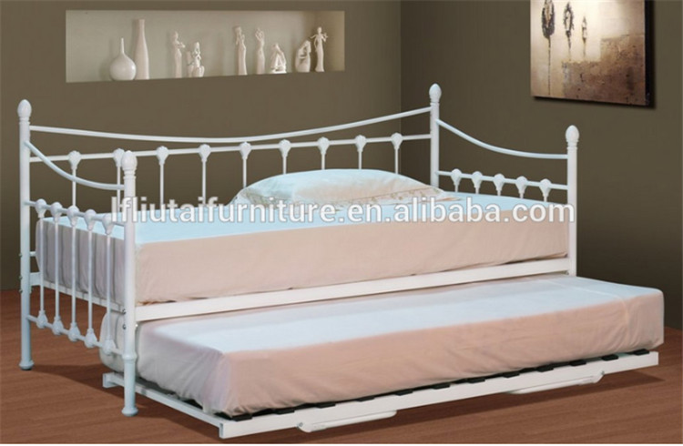 Metal sofa bed design wrought iron sofa metal day bed with for Divan trundle bed