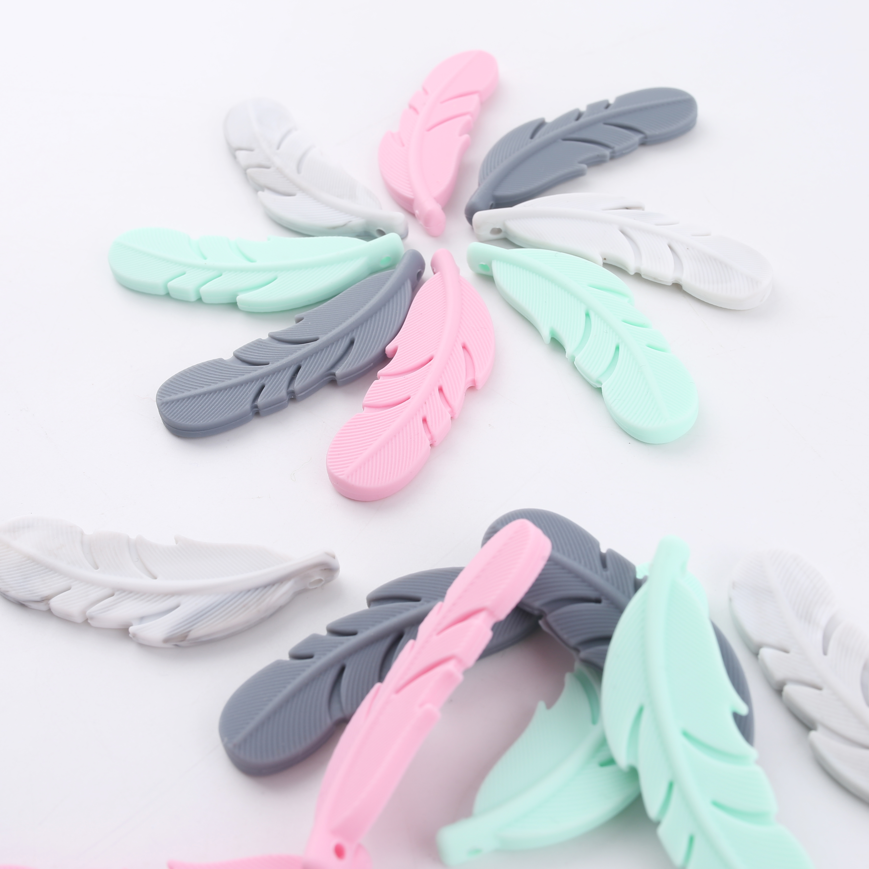 BPA Free Food Grade Materials Soft Baby Chewable Silicone Feather Baby Beads