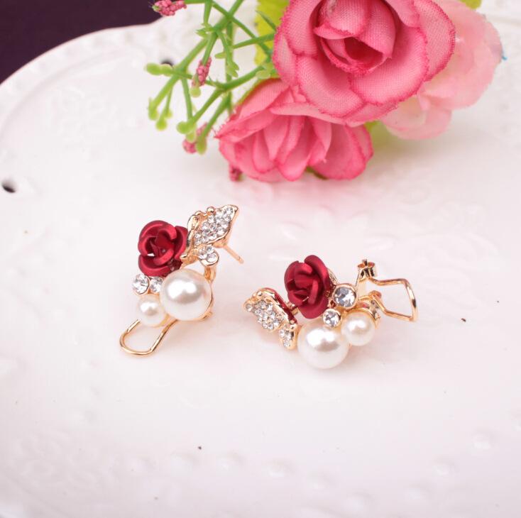 0ea2c3c402aa El más nuevo diseño de joyería coreana rosa perla mariposa Stud moda Camelia  flor clip pendientes
