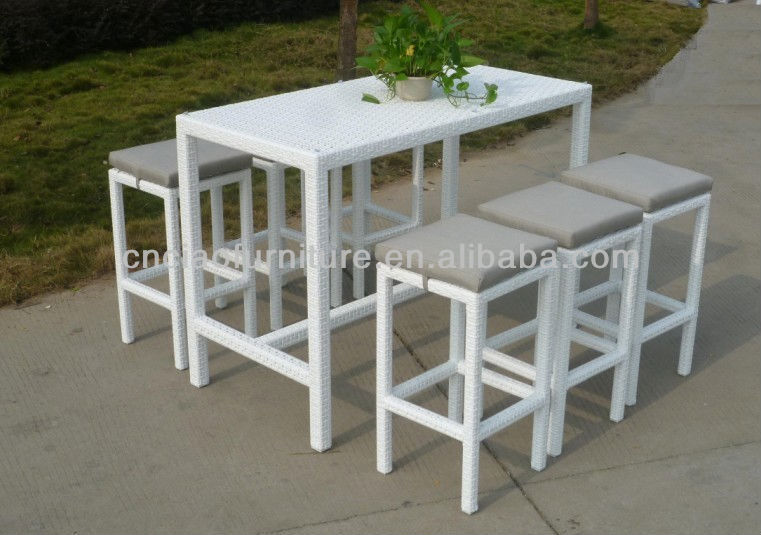 A Dubai Outdoor Pub Set White Long Tall Table And Wicker Stools Cf836
