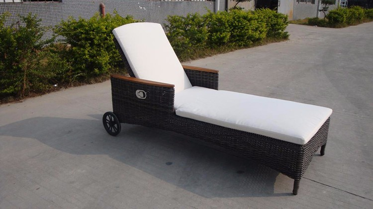 Wholesale Price Woven Outdoor Furniture Hotel Sun Lounger
