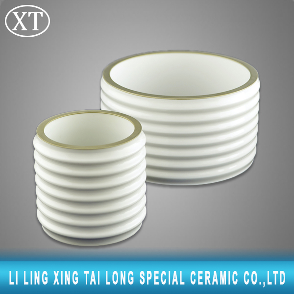 High mechanical strength ceramic screw insulator