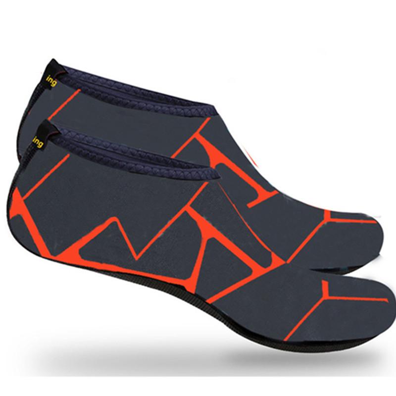 ビーチスイムサーフヨガエクササイズ用の新しい裸足速乾性アクアソックスウォータースポーツシューズ厚手のスリップ通気性