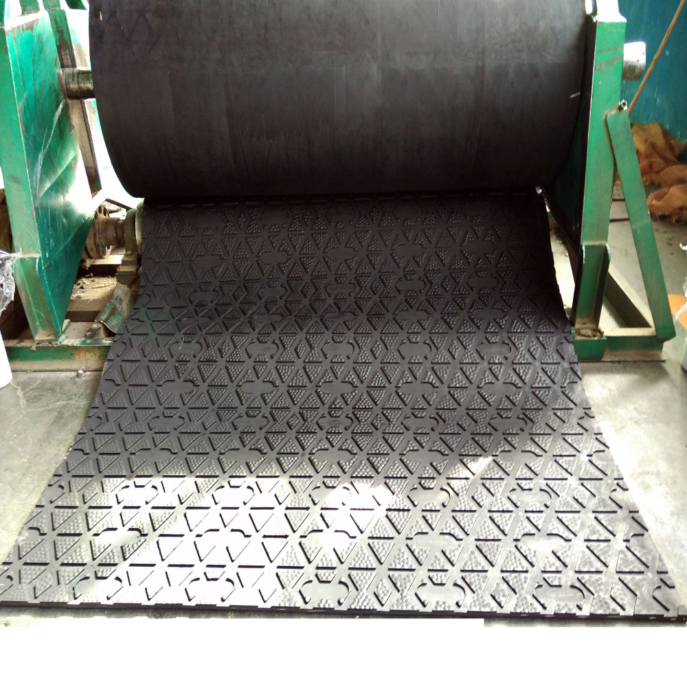 Agricultural wear-resistant high performance livestock rubber mat roll