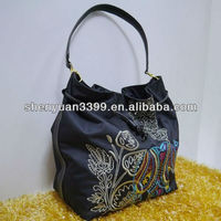 Chinese Traditional Stylish nylon Handbags & Tote Bags with handcraft flowers