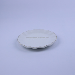 China manufacture white wavy valentine ceramic plate with gold rim