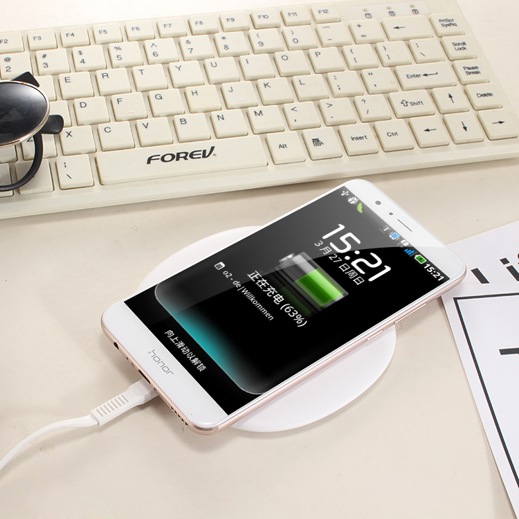 Newest Design Type-C Input Port Qi Wireless Charger Fast Portable Wireless Phone Charger