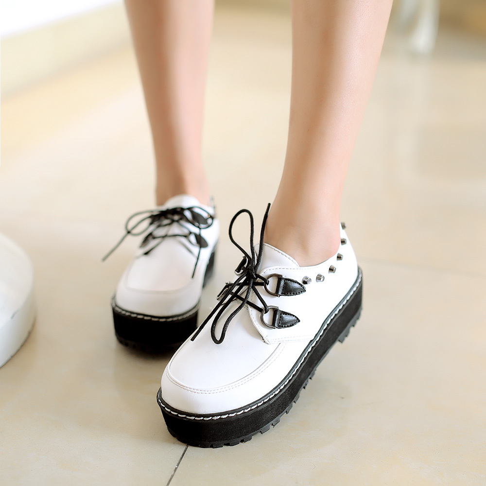 ZOOM Rubber Shoes For Women is made of high quality materials,comfortable to wear,and easy to walk,very fashionable and affordable with lowest price guaranteed hitmixeoo.gq seller and most popular shoes in the city.