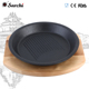 Round pre-seasoned cast iron sizzler plate with wooden base
