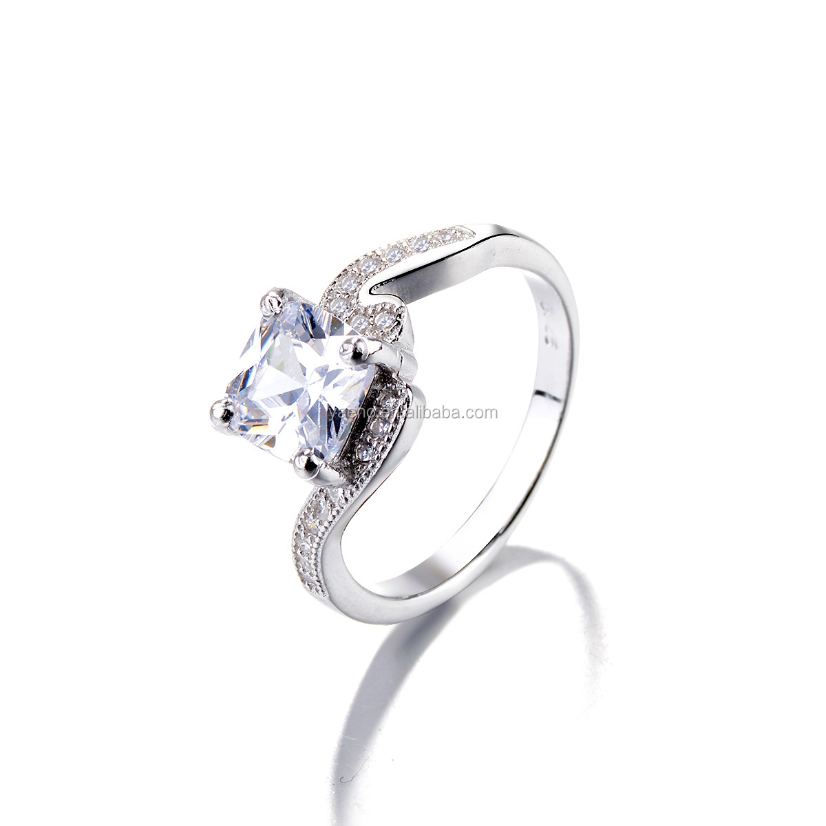 Fashionable 925 Sterling Silver Square Stone Ring