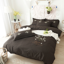 Luxury fashion flower embroidery bed sheet sets 100% polyester bedding sets