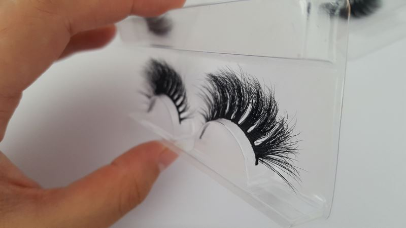Qing Dao wholesale hot sale thick long mink eyelash with package