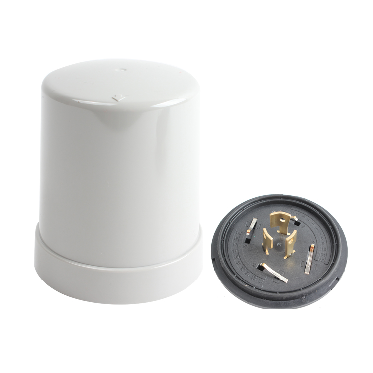 Smart photocell cover and base for Ansi 7P nema sockets