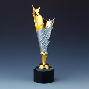 The high end metal is custom made to order a large champion five pointed star team awards production engraving crystal trophy