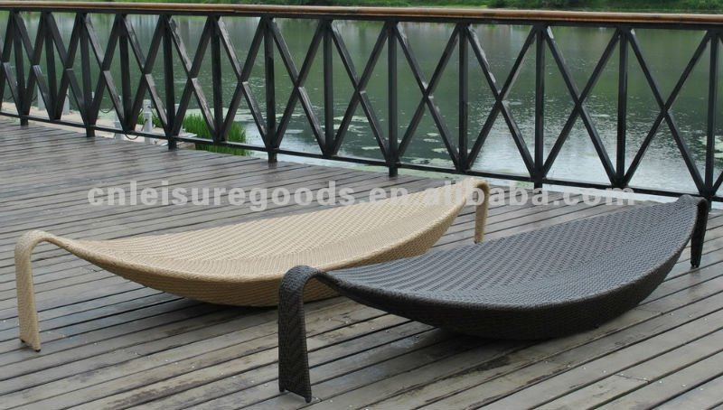 Outdoor wicker rattan sun lounger