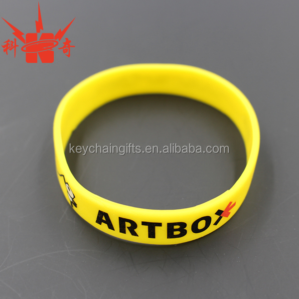 Custom PVC yellow bracelet charm silicone bracelets with Logo wholesale