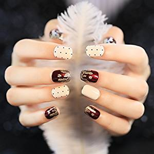 Cute Japan Point Golden Wavy Pattern Short Fake Nails with Pearl Wine Red and Milk Color Square Full Cover False Nails