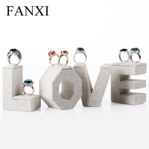 FANXI Custom Romantic Wooden LOVE Letter Wedding Ring Display Jewelry Stand Sets Linen Jewelry Display