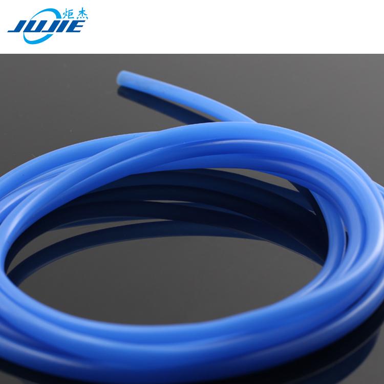 Он создан из прочного, гибкого и эластичного материала, благодаря чему пользоваться им очень удобно.