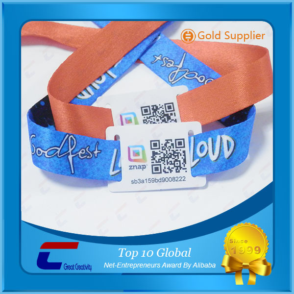 2017 Promotion custom fabric one time use music festival woven wristbands