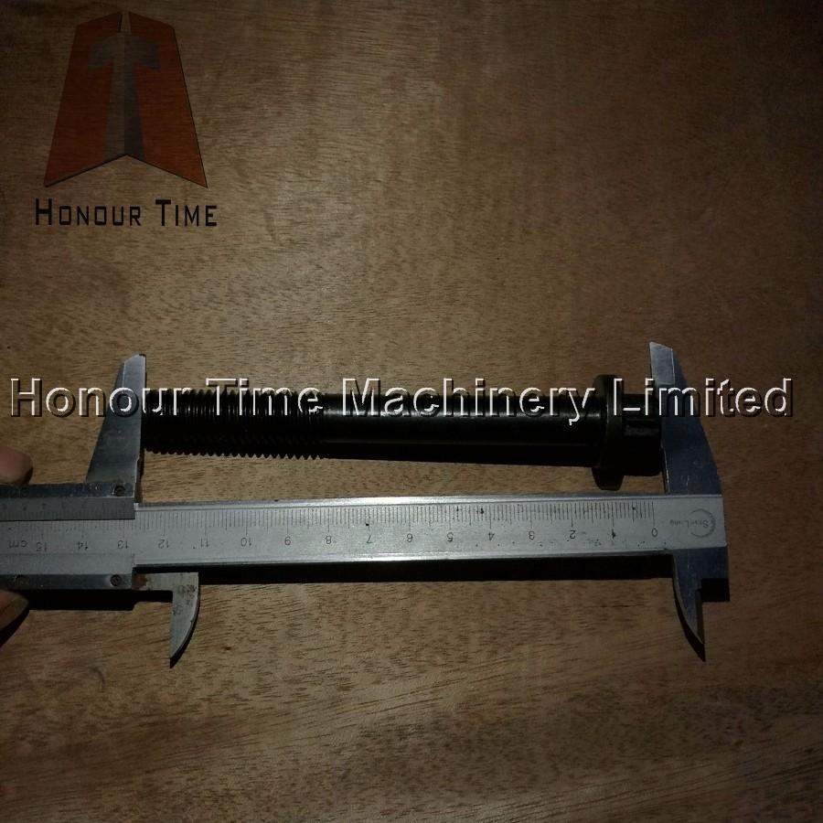 6HK1 Cylinder head bolt.jpg