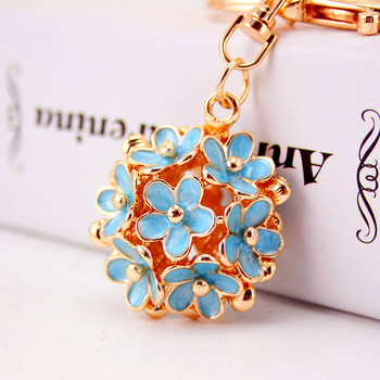 Wholesale Korean creative gift daisy flower car key chain metal keychain