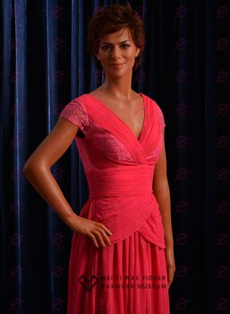 2016 Hot Sale Pure handmade Silicone Wax Figure of Celebrity Halle Berry Waxwork for Art Display