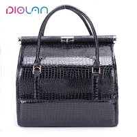2017 in stock elegant shiny black PU professional big space makeup case portable makeup train case