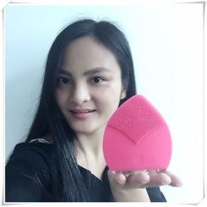 Face Brush Exfoliating Cleaner for Women or Men Makeup Brush Cleaning Mat